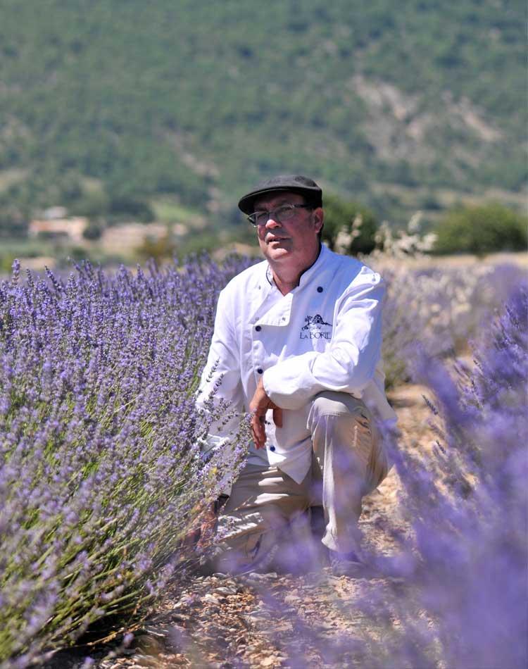 Patrick Labranche La Borie Bio dans un champs de lavande